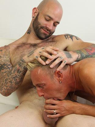 Gay Big Dick : Locking Wood!