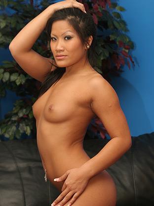 Asian Women : Christina Aguchi!