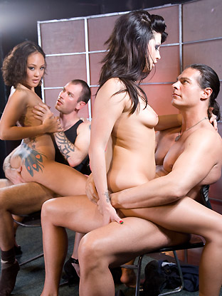 7205 01 Amatuer Teen Girls Free Hq Sex Pics   The Lins & The DeVilles ::Pinklunch   Babysitter 15::